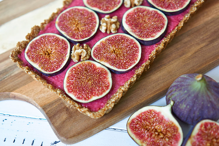 Fein, frisch, fruchtig – Roh-vegane No-Bake-Tarte mit Feigen Yasemin Wüstenhagen Nahaufnahme