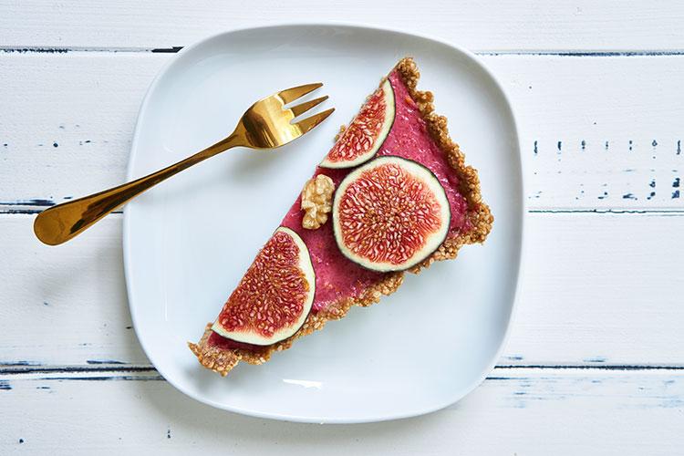 Fein, frisch, fruchtig – Roh-vegane No-Bake-Tarte mit Feigen Stück Yasemin Wüstenhagen