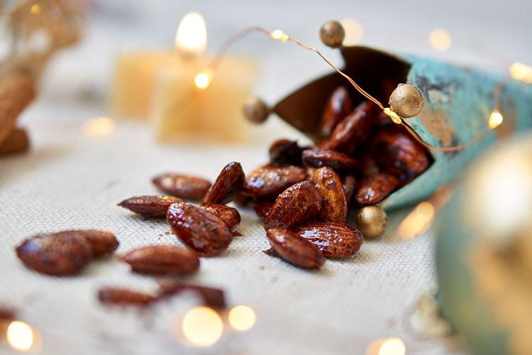 Gebrannte Mandeln mit Kokosblütenzucker und Dattelsüße ohne raffinierten Zucker Yasemin Wüstenhagen gesund