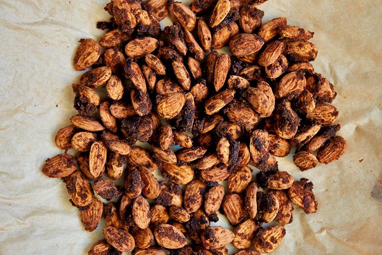 Gebrannte Mandeln mit Dattelsüße ohne raffinierten Zucker Yasemin Wüstenhagen