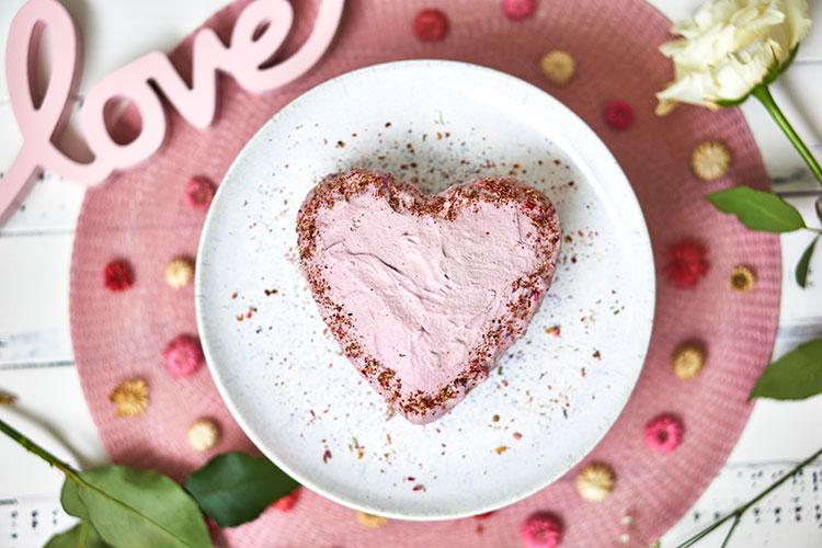 Valentinstag Vegane Erdbeersahnetorte ohne Zucker und Gluten Yasemin Wüstenhagen