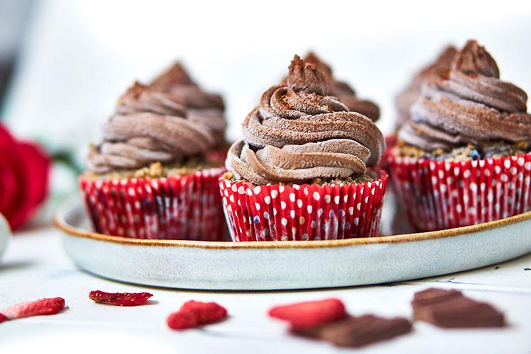 Vegane Beeren-Cupcakes mit Schokocreme Yasemin Wüstenhagen