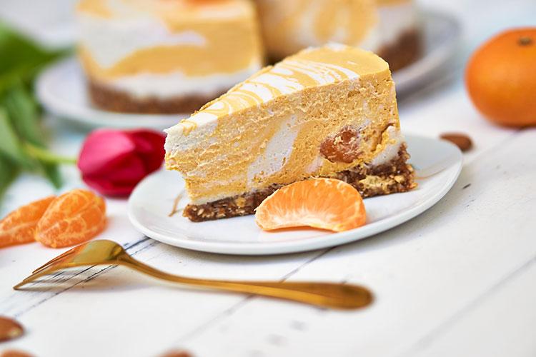 Roh-vegane Käse-Sahne-Torte mit Mandarinen Yasemin Wüstenhagen