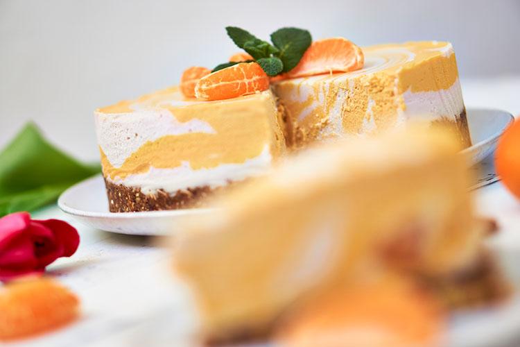 Rezept Roh-vegane Käse-Sahne-Torte mit Mandarinen Yasemin Wüstenhagen