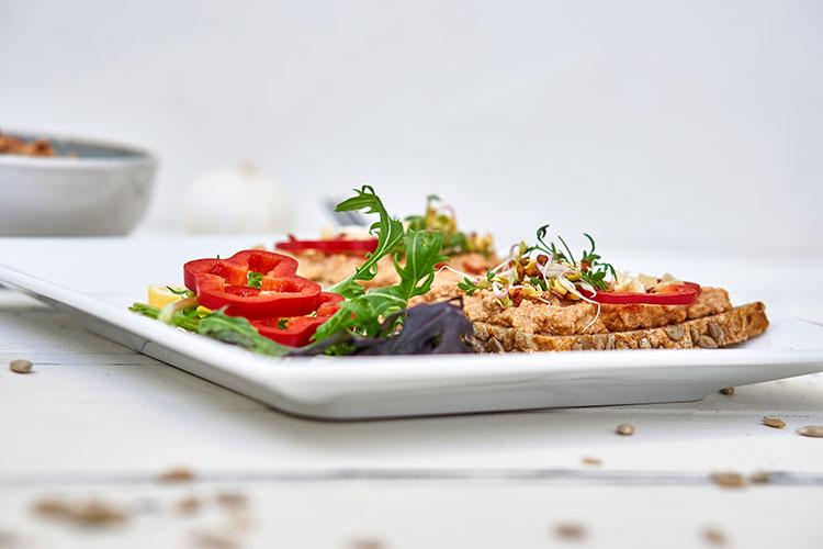 Veganer Auberginen-Aufstrich auf Cashewbasis Yasemin Wüstenhagen Sandwich