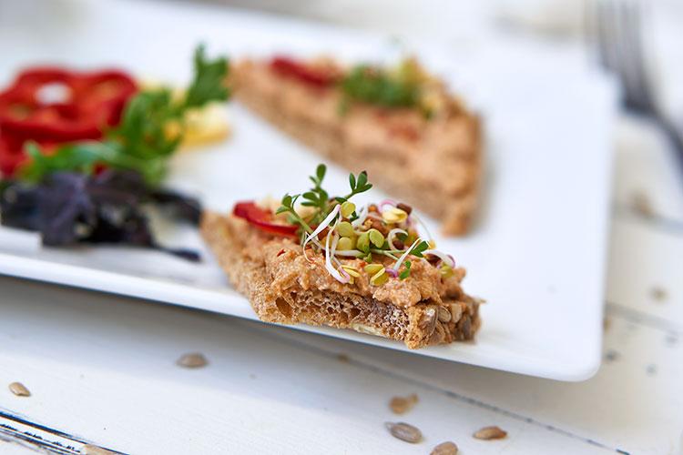 Veganer Auberginen-Aufstrich auf Cashewbasis Yasemin Wüstenhagen mit Knoblauch