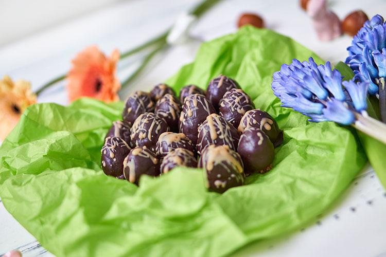 Vegane Nougat-Eier ohne Zucker Yasemin Wüstenhagen Pralinen