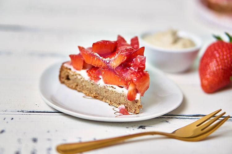 Veganer Erdbeerkuchen ohne Zucker und Gluten Yasemin Wüstenhagen Frühling