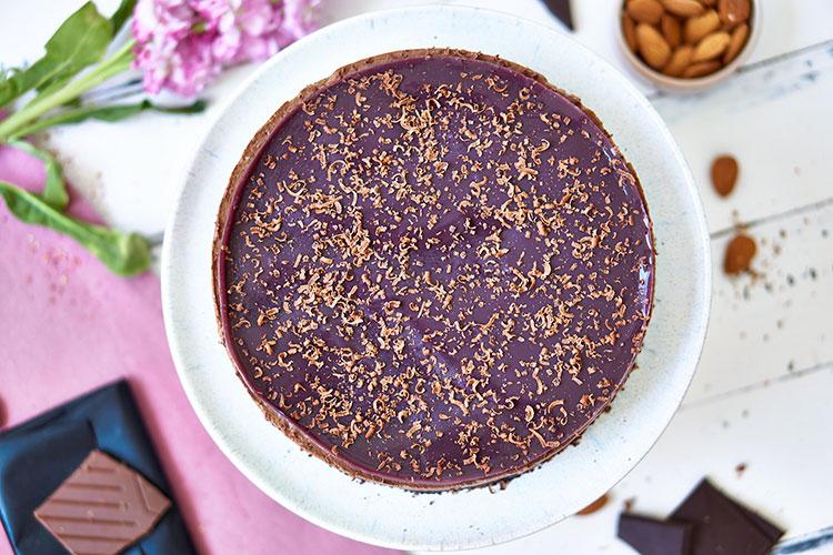 Chocolate Raw Cake ohne Zucker Yasemin Wüstenhagen Schokotorte