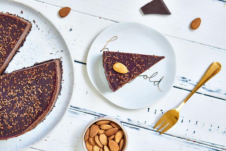 Chocolate Raw Cake ohne Zucker Yasemin Wüstenhagen sojafrei