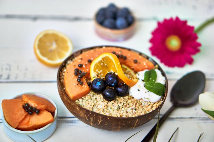 Roh-vegane Papaya-Buchweizen-Bowl Yasemin Wüstenhagen Enzyme