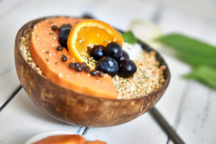 Roh-vegane Papaya-Buchweizen-Bowl Yasemin Wüstenhagen Frühstück