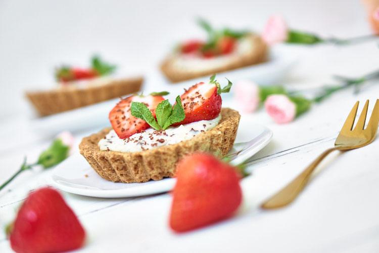 Vegane Erdbeertörtchen ohne Zucker und Gluten Yasemin Wüstenhagen sojafrei