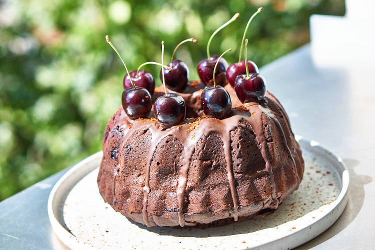 Veganer Schokoladenkuchen mit Chili und Kirschen Yasemin Wüstenhagen Gugelhupf