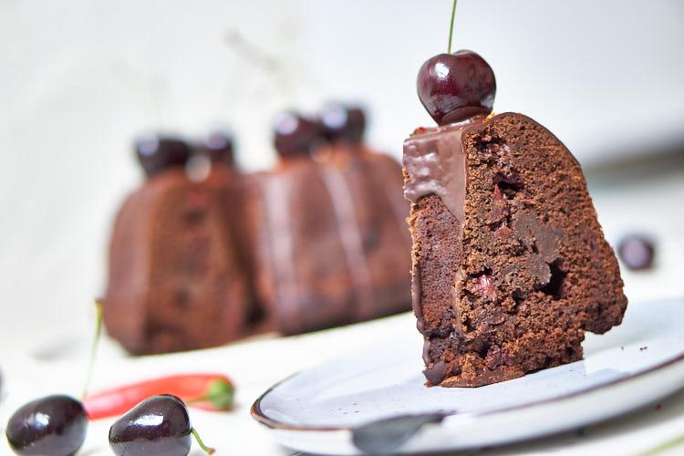 Veganer Schokoladenkuchen mit Chili und Kirschen Yasemin Wüstenhagen