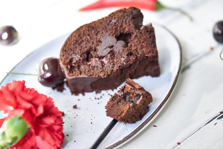 Veganer Schokoladenkuchen mit Chili und Kirschen Yasemin Wüstenhagen lecker