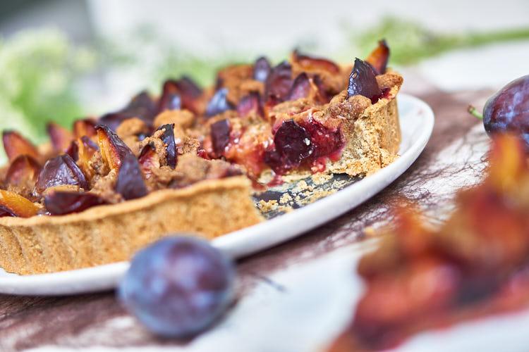 Veganer Zwetschgenkuchen ohne Zucker und Gluten Yasemin Wüstenhagen gesund